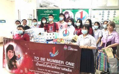 วันที่ 31 ตุลาคม 2563 คณะครูนักเรียนโรงเรียนราชนันทาจารย์ สามเสนวิทยาลัย 2 นำของของใช้ทั่วไปมามอบให้กับผู้ป่วยใน รพ.บางกรวย