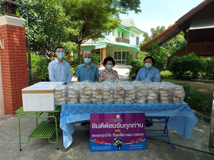 19 พ.ค.64 ขอขอบพระคุณ  พลเอกนพดล และ คุณหญิงพรนภัส  วรรธโนทัย มอบเงินเพื่อซื้ออุปกรณ์ทางการแพทย์  จำนวน 30,000 บาท  อาหารกล่อง จำนวน 210 กล่องและไอศกรีม จำนวน 200 ถ้วย ให้กับโรงพยาบาลบางกรวย    เพื่อเป็นกำลังใจในการปฏิบัติงาน รับมอบโดย นายแพทย์ ไพโรจน์ วิริยะอมรพันธุ์ โรงพยาบาลบางกรวย ขอขอบพระคุณท่านเป็นอย่างสูงมาณ.ที่นี้ด้วยค่ะ