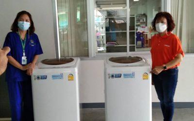 ขอขอบคุณ คุณวรรณา ดุลยาสิทธิพร จาก บ.TOSHIBA มอบ เครื่องซักผ้า จำนวน 2 เครื่อง ให้กับ รพ.สนามวัดโบสถ์ ดอนพรหม เพื่อเป็นประโยชน์แก่แพทย์พยาบาลและเจ้าหน้าที่ โรงพยาบาลบางกรวยขอขอบพระคุณเป็นอย่างสูงมา ณ.ที่นี้ด้วยค่ะ